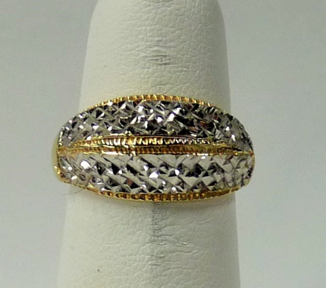 Lady's Gold Ring 10K 2 Tone Gold 2.25dwt