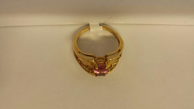 10k Yellow Gold Ring with 1 Pink Stone