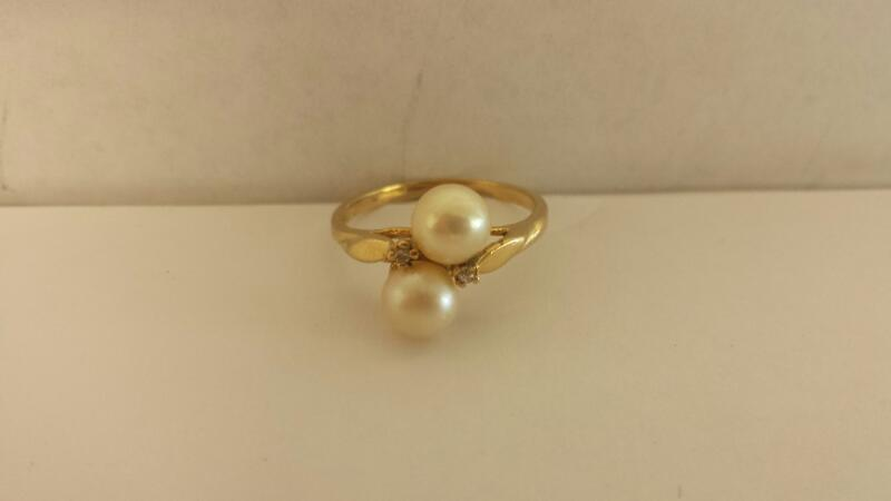 Lds 14K-YG 2x2.0 MM Round Pearls With Two Rd dia .02Cttw 1.4Dwt Size 6