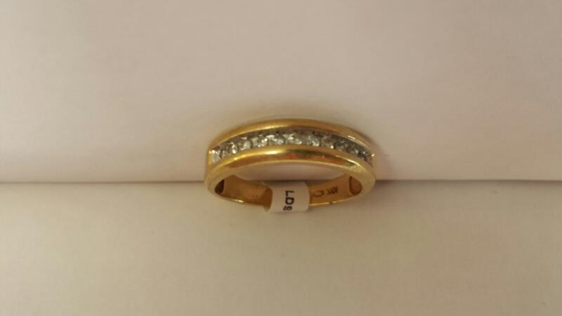 10k Yellow Gold Ring with 11 Diamond Chips