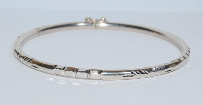 18K White Gold Diamond Cut Bangle Bracelet