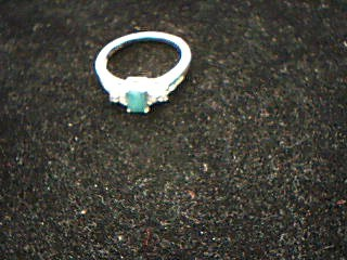 Emerald Lady's Stone Ring 14K Yellow Gold 2.04g