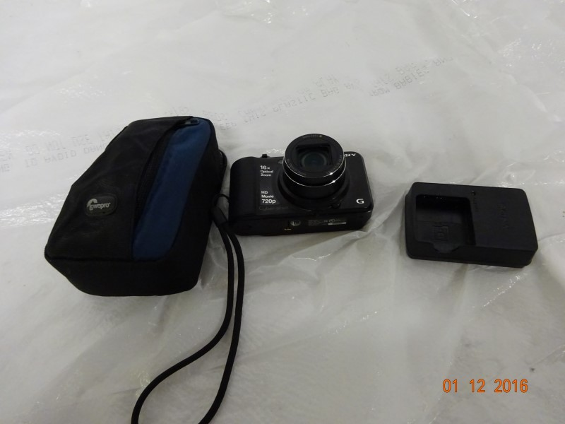SONY Digital Camera DSC-H90