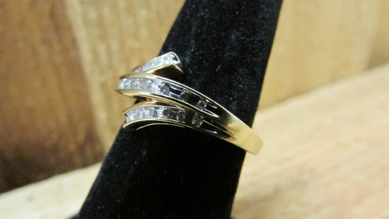 Lady's Diamond Fashion Ring 21 Diamonds 0.21 Carat T.W. 10K Yellow Gold 2.8g