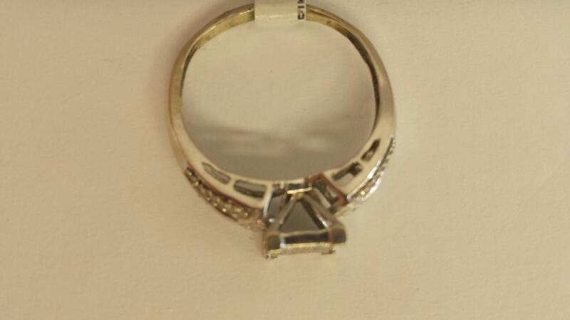 10k White Gold Ring with 59 Diamond Chips