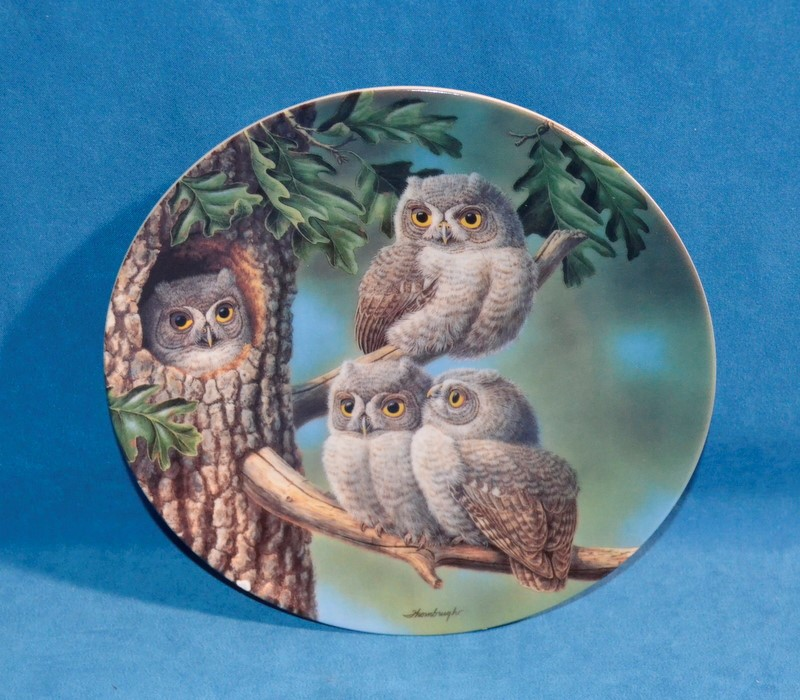 KNOWLES Collectible Plate/Figurine PEEK-A-WHOO SCREECH OWLS
