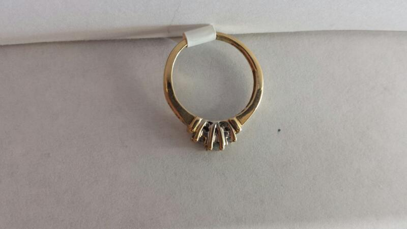 10k Yellow Gold Ring with 9 Diamonds