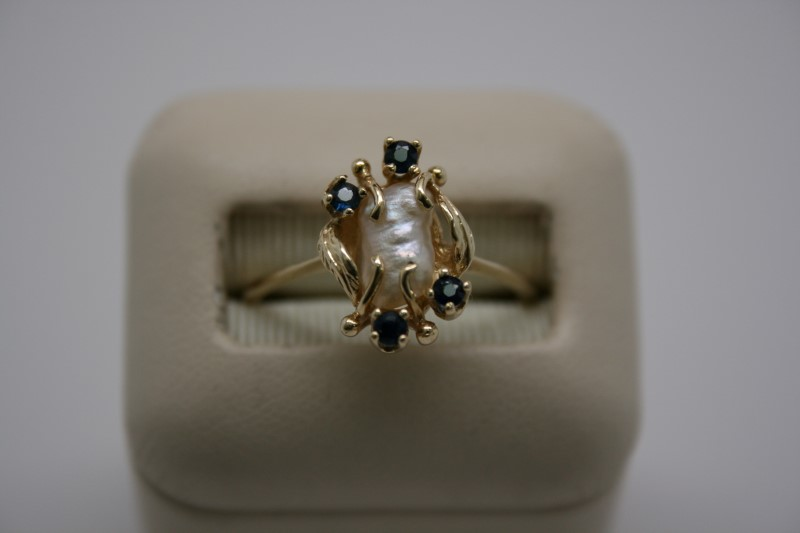 LADY'S PEARL & SAPPHIRE 14K YELLOW GOLD RING