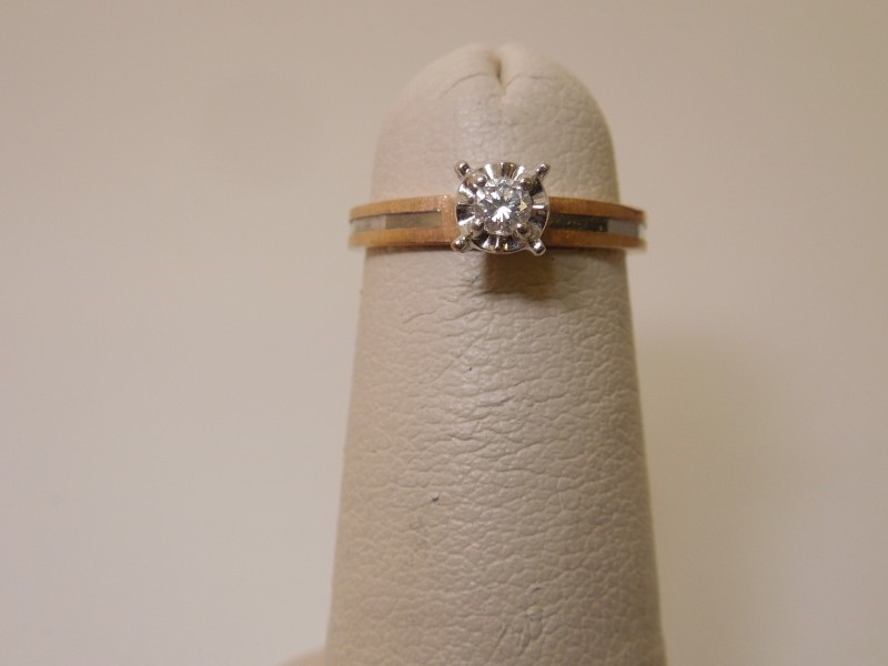 Lady's Diamond Engagement Ring .07 CT. 14K Yellow Gold 1.5g