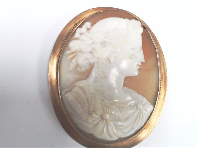 Hand Carved Gold Cameo Brooch 14Kt Yellow Gold 11.6g