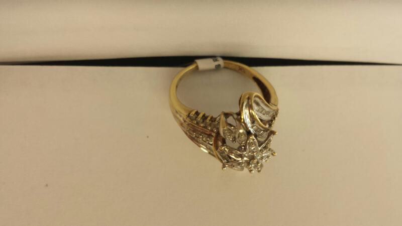 10k Yellow Gold Ring with 30 Diamond Chips