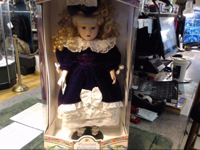 VICTORIAN COLLECTION Collectible Plate/Figurine PORCELAIN DOLL