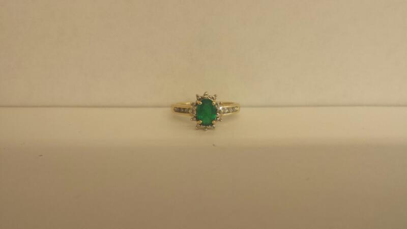 Green Stone Lady's Stone & Diamond Ring 10 Diamonds .10 Carat T.W.