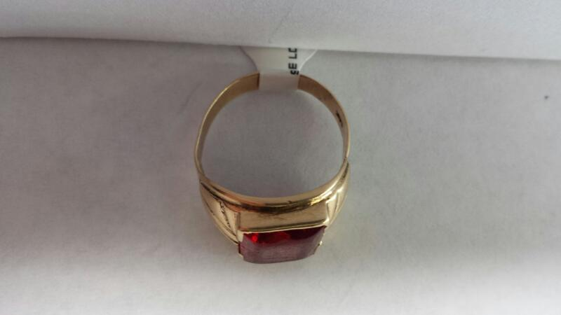 14k Yellow Gold Ring with 1 Red Stone