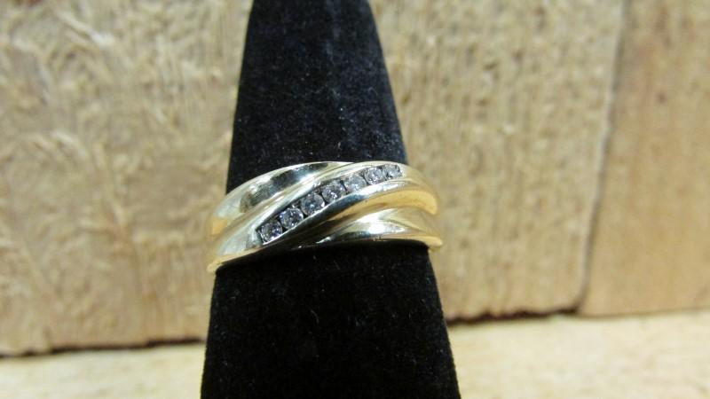 Gent's Diamond Fashion Ring 7 Diamonds .14 Carat T.W. 10K Yellow Gold 2.8g