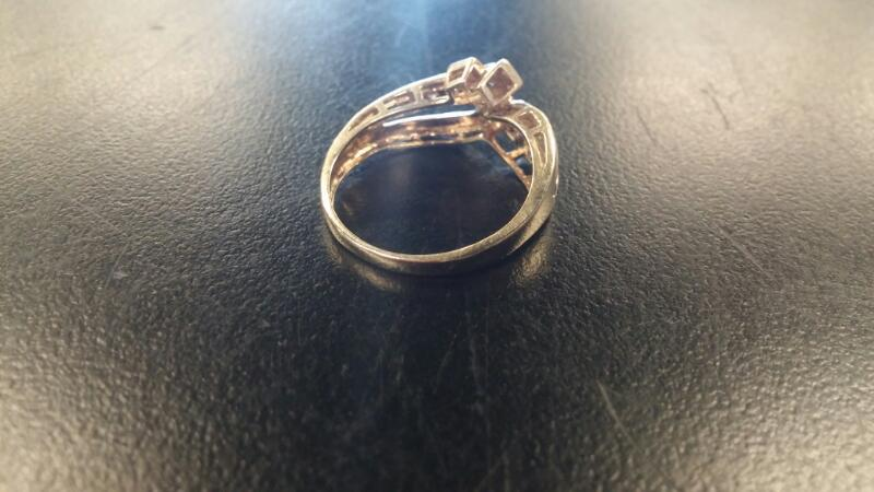 Lady's Gold Ring 10K Yellow Gold 1.6dwt Size:7