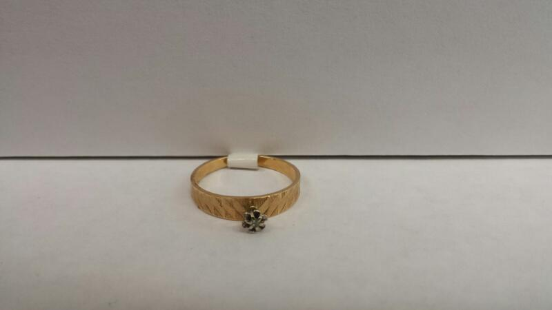 14k Yellow Gold Ring with 1 Diamond Chip