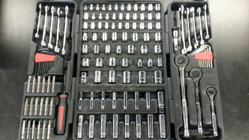 TRADES PRO Wrench 127 PC TOOL SET