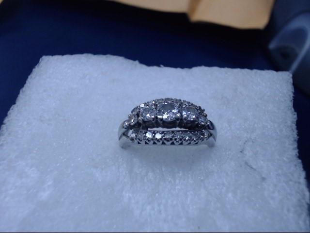 Lady's Diamond Cluster Ring 23 Diamonds 23.00 Carat T.W. 14K White Gold 2.7dwt