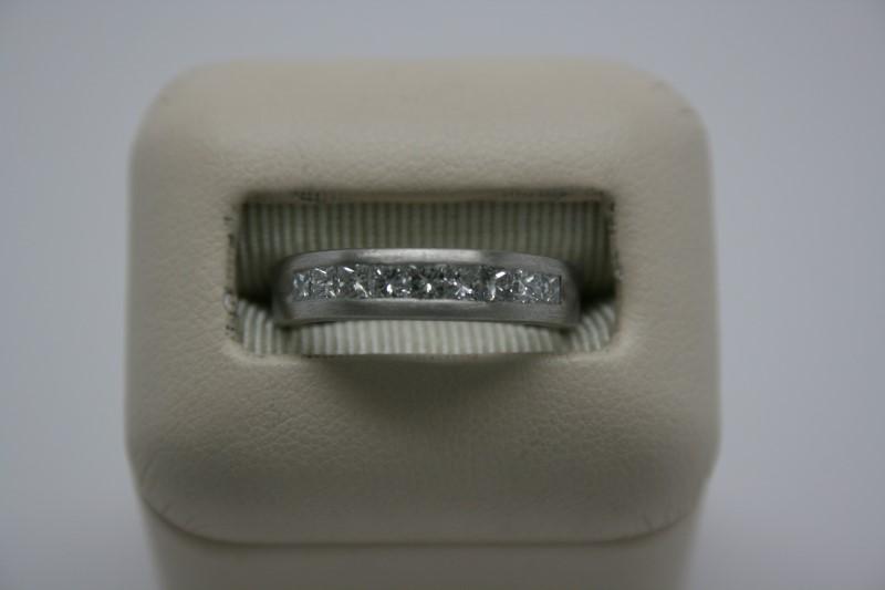 LADY'S PRINCESS CUT DIAMOND PLATINUM WEDDING BAND