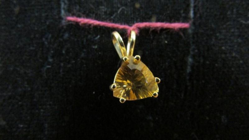 Orange Stone Gold-Stone Pendant 14K Yellow Gold 1.2g
