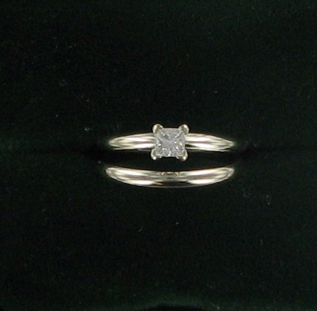 Lady's Diamond Solitaire Ring .20 CT. 14K White Gold 2.4dwt