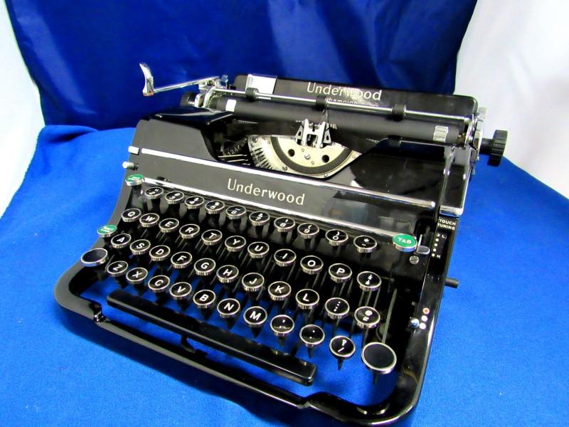 1937 UNDERWOOD CHAMPION TYPEWRITER