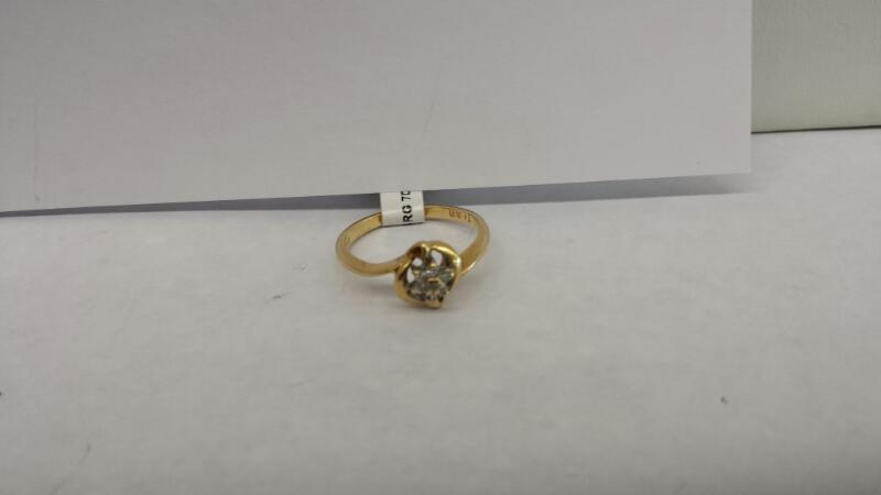 10k Yellow Gold Ring with 7 Diamond Chips