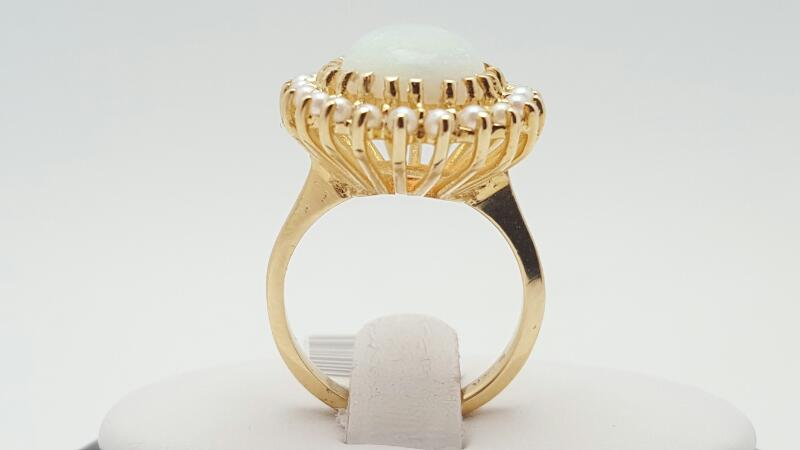 Lady's Opal Ring 14K Yellow Gold 6.8g