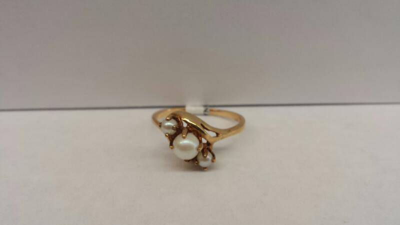 10k Yellow Gold Ring with Pearls