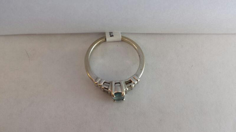 14k White Gold Ring with Aquamarine Oval Stone and 6 Baguette Diamond Chips