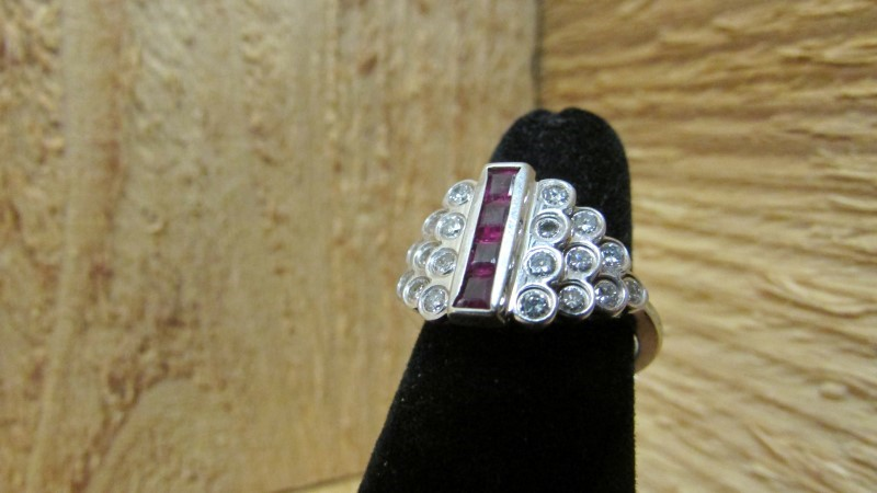 Synthetic Ruby Lady's Stone & Diamond Ring 20 Diamonds 1.00 Carat T.W.
