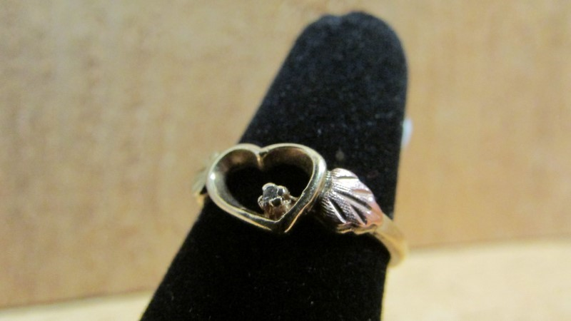 Lady's Diamond Fashion Ring .01 CT. 10K 2 Tone Gold 1.8g Size:6.5