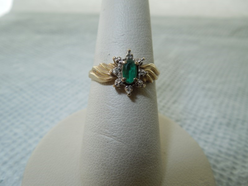Synthetic Emerald Lady's Stone Ring 10K Yellow Gold 1.7g