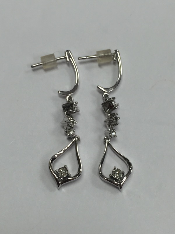 White Gold and Diamond Earrings with (8) Round Brillant Cut Diamonds