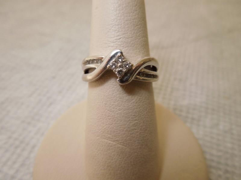 Lady's Diamond Wedding Band 14 Diamonds .18 Carat T.W. 10K White Gold 3.2g