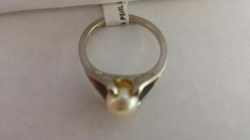 10k White Gold Ring with 1 Pearl