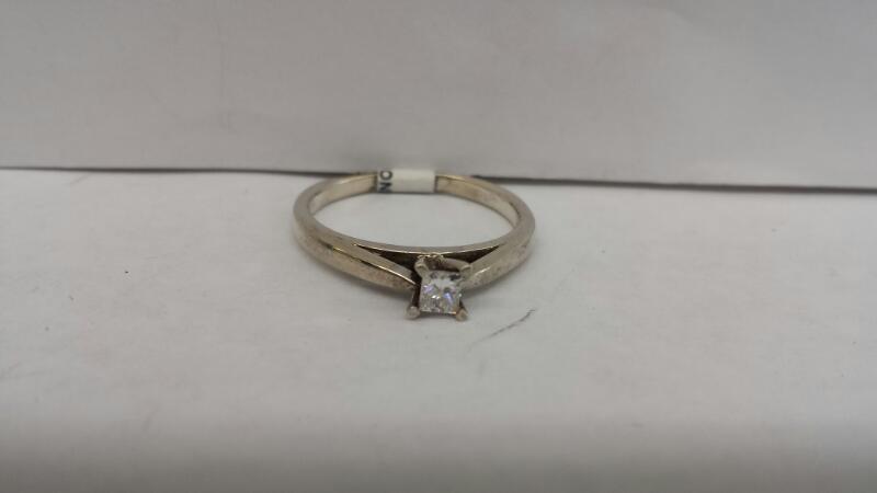 10k White Gold Ring with 1 Princess Cut Diamond
