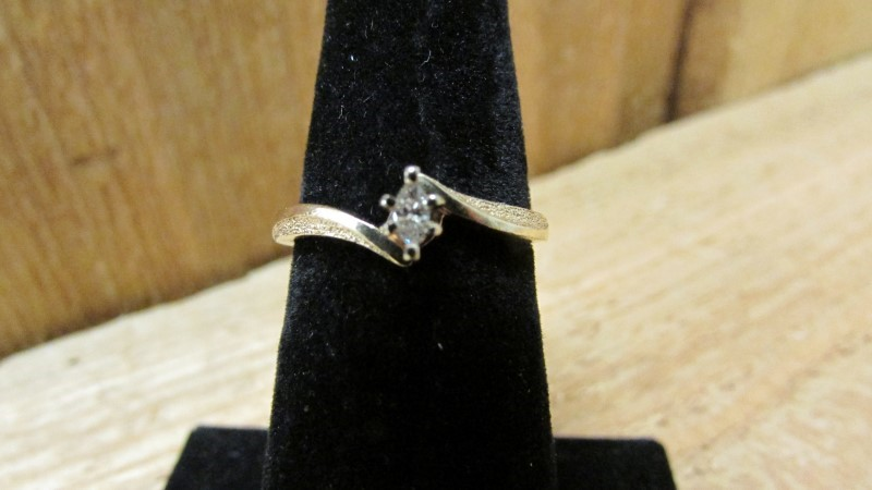 Lady's Diamond Engagement Ring .07 CT. 10K Yellow Gold 1.8g Size:7