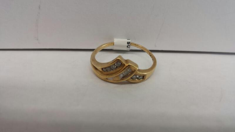 10k Yellow Gold Ring with 10 Diamond Chips