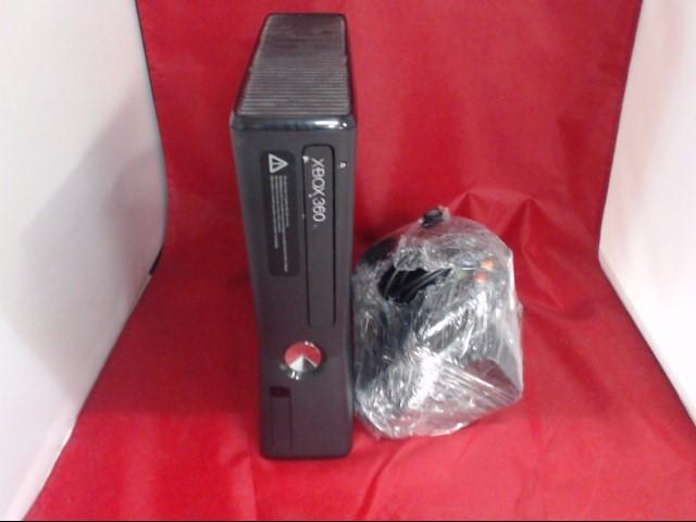 MICROSOFT XBOX 360 - 320GB w/acc's