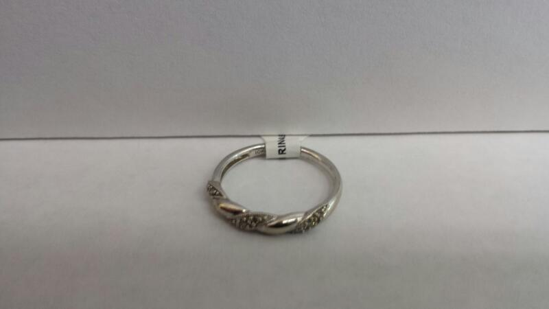 10k White Gold Ring with 9 Diamond Chips