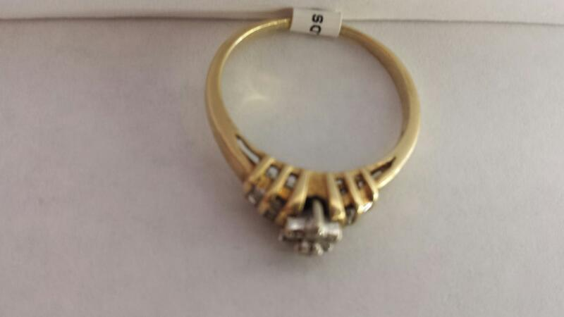 10k Yellow Gold Ring with 13 Diamond Chips