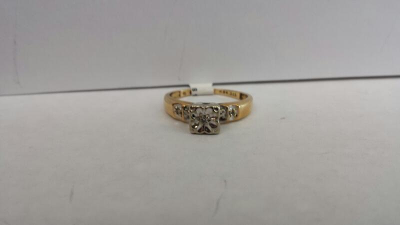 10k Yellow Gold Ring with 5 Diamond Chips