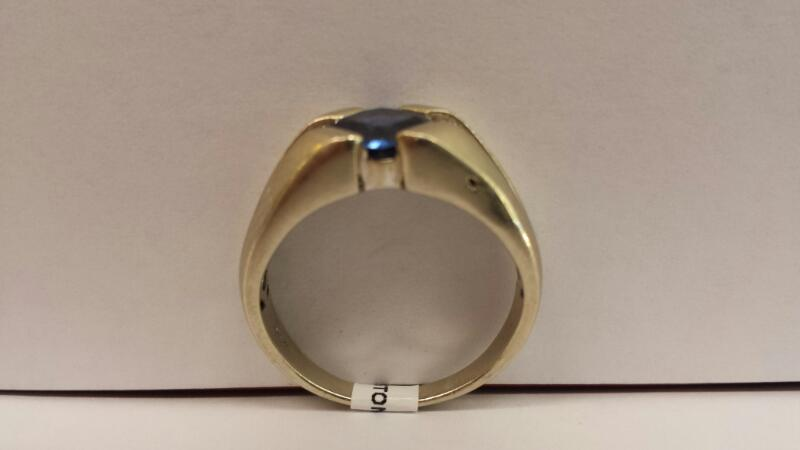 10k White Gold Ring with 1 Cushion Blue Stone and 6 Round Clear Stones