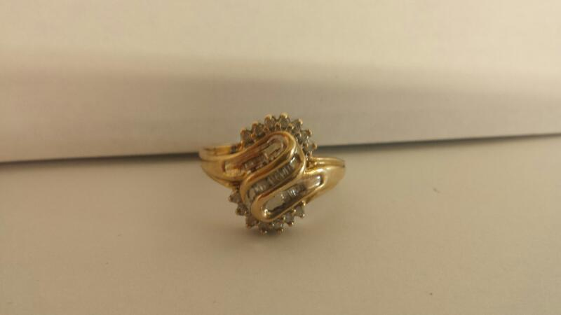 10k Yellow Gold Ring with 15 Baguettes and 14 Diamond Chips
