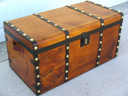Trunk/Chest CAMEL HUMPBACK CHEST