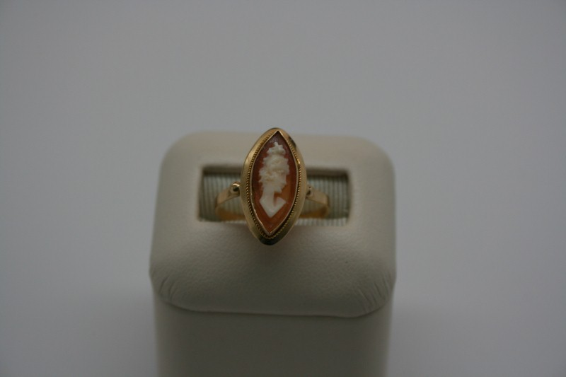Cameo Lady's Stone Ring 18K Yellow Gold 2.1g