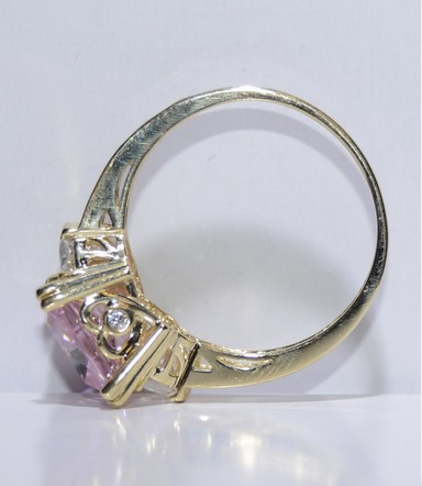 Synthetic White Stone Lady's Stone Ring 14K Yellow Gold 5.27g