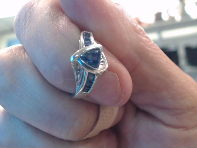 Tanzanite Lady's Stone Ring 10K White Gold 1.5dwt